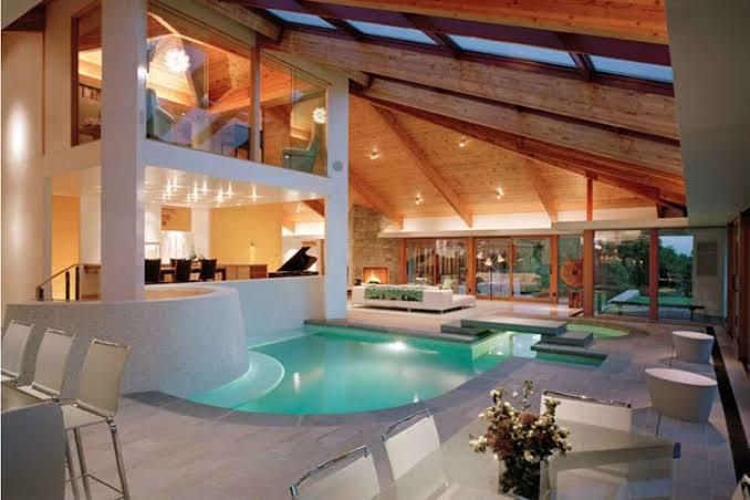 kolam renang mewah
